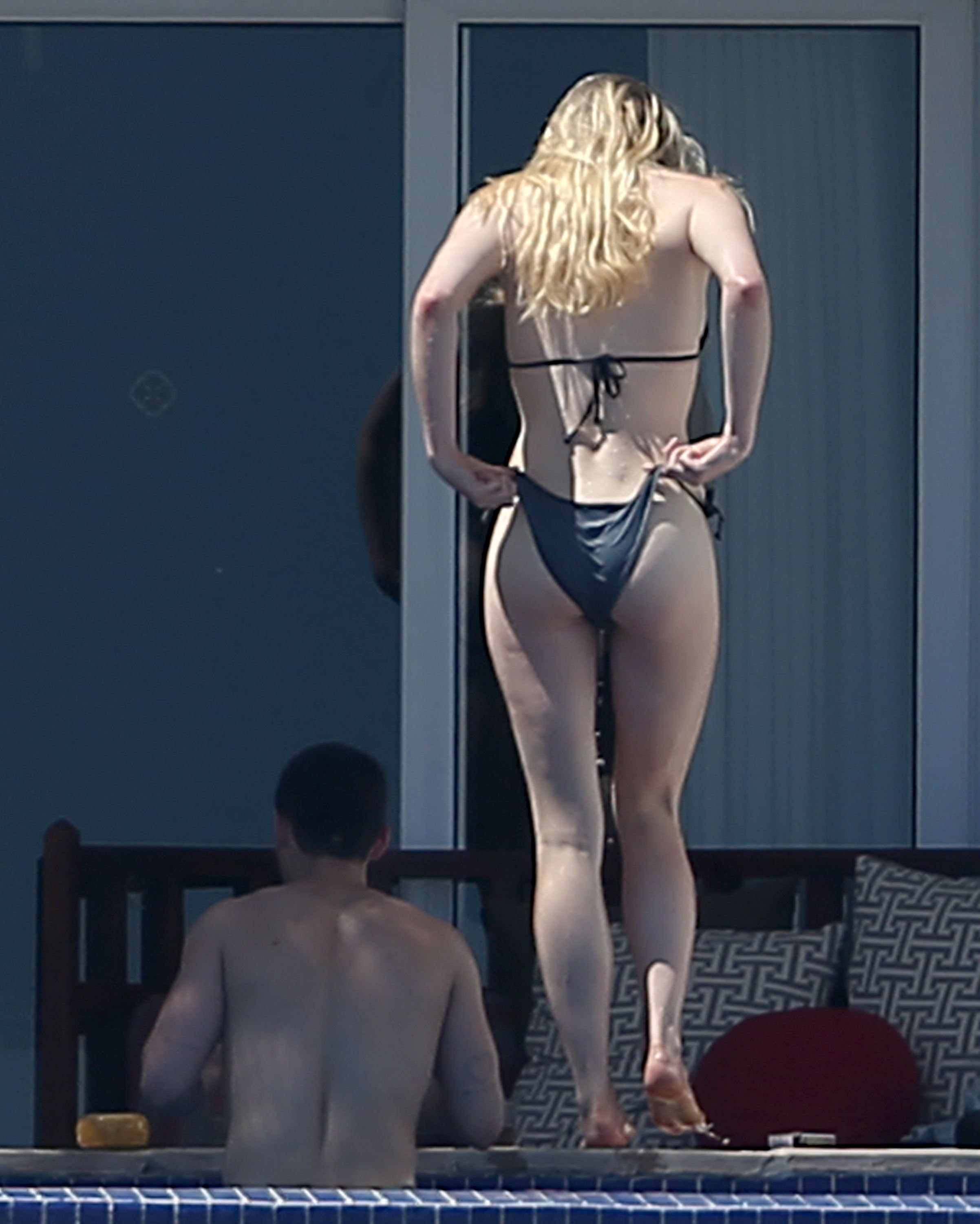 Sophie Turner sexy naked