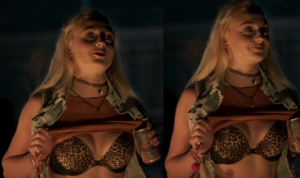 Sophie Turner topless picture