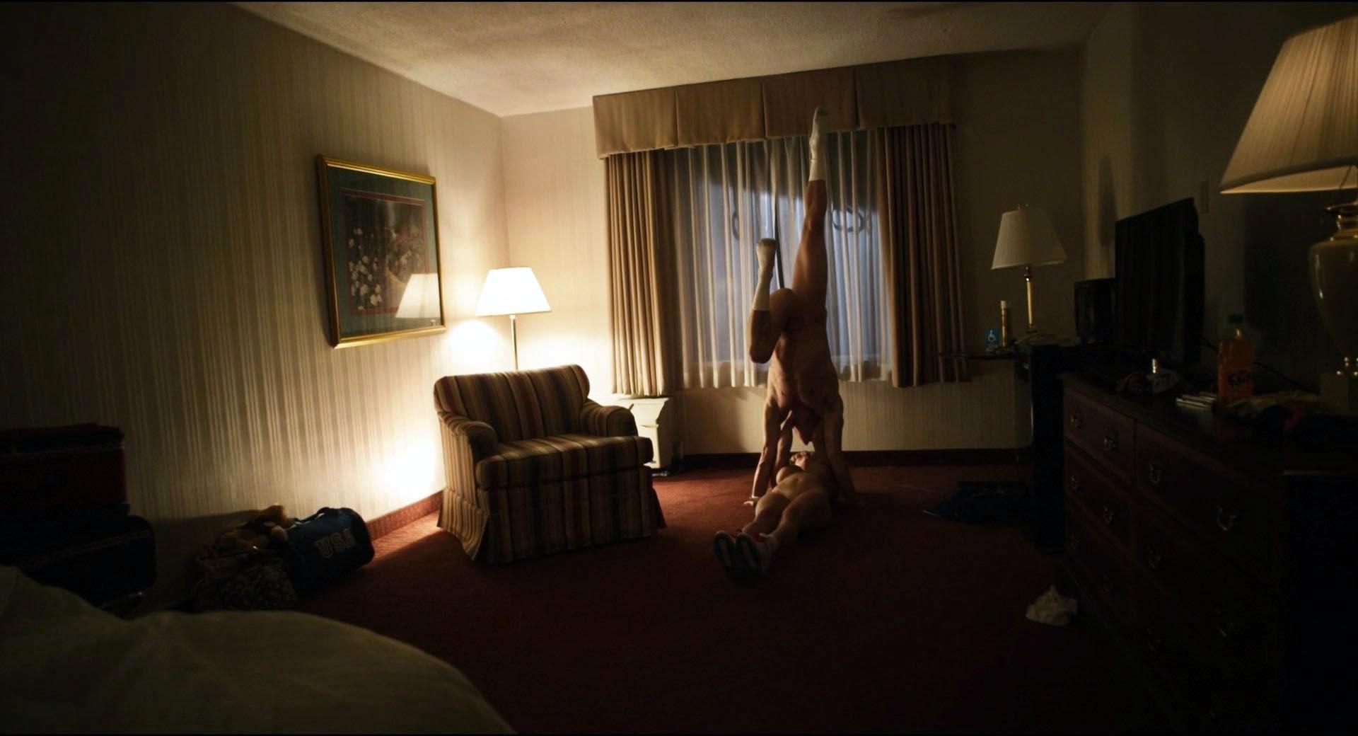 Melissa Rauch legs spread